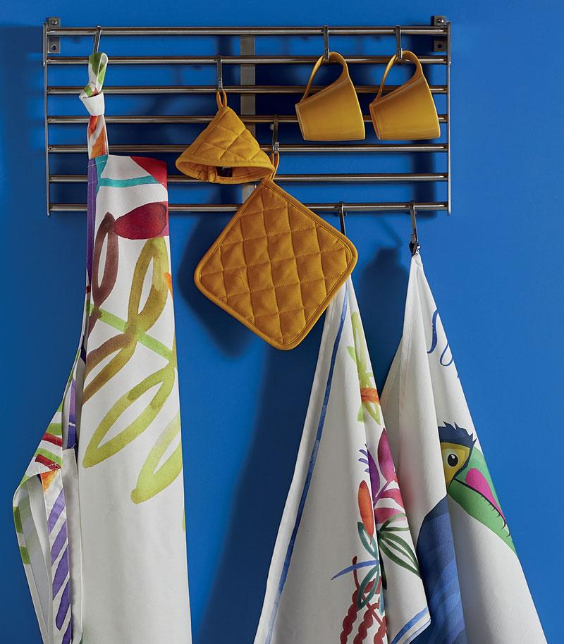 tavola-4-comodus-arredamenti-nicoletti-interni-interior-design-divani-complementi-arredo-mobili-design-accessori-matera